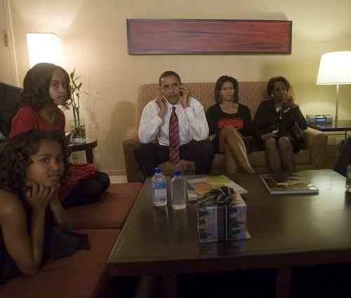 Obama am Wahlabend mit seiner Familie in Chicago